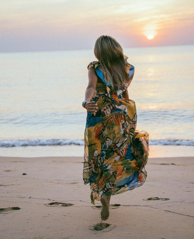 woman & beach2